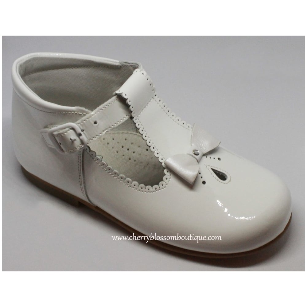 Leon-Girls-White-Patent-T-Bar-Shoe-With-Bow