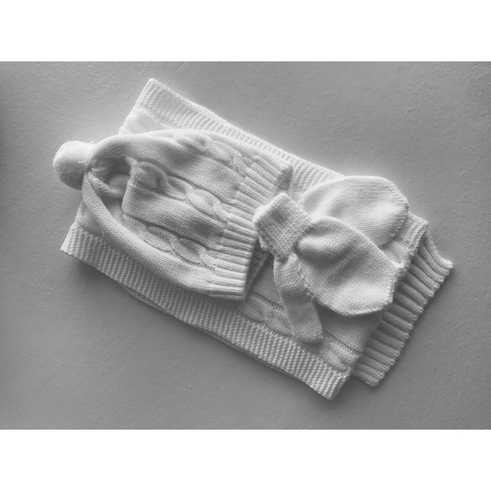 09578a17bc0 Sardon-Baby-White-Hat-Scarf-Mitts-Set